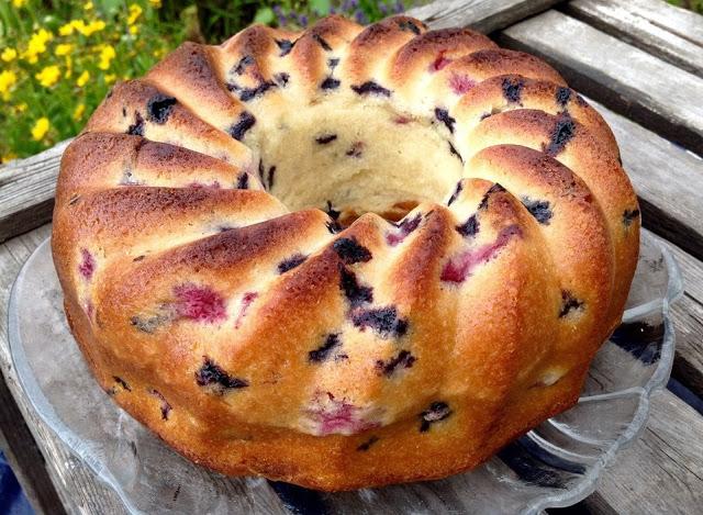 Photo of Topfkuchen mit Buttermilch, Blaubeeren und Himbeeren